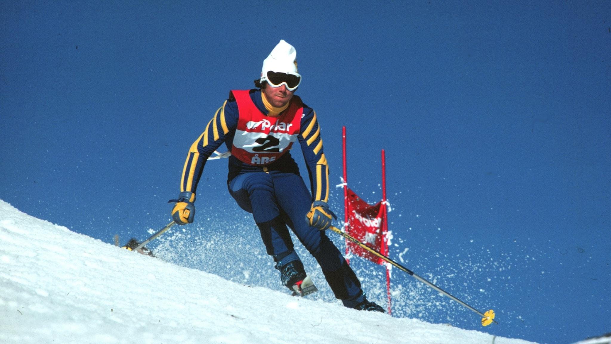 Ingemar Stenmark i full fart nerför pisten på 70-talet.