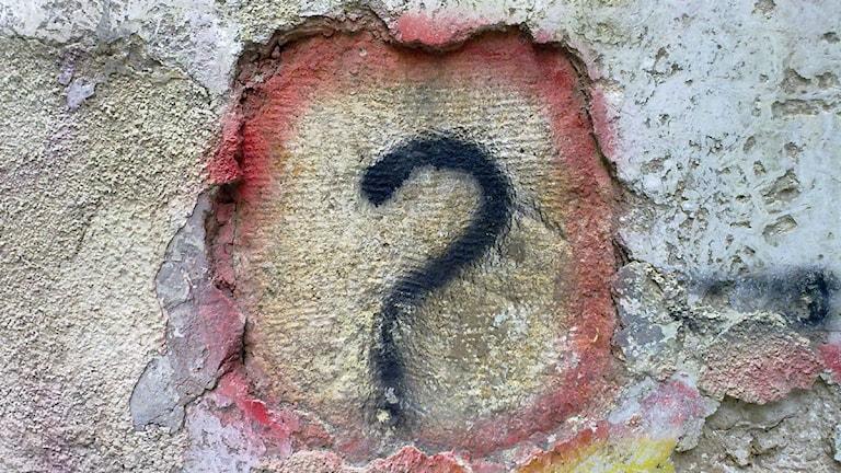 Question mark graffiti. Foto: Bilal Kamoon, CBby, Flickr, http://bit.ly/1bOrvj, http://bit.ly/LicensEN