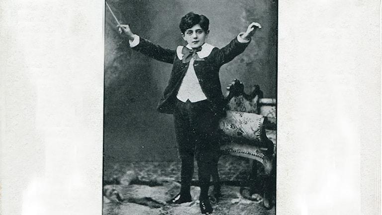 Max Darewski dirigerar som barn.