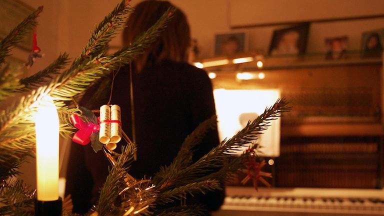 Julgran och piano.