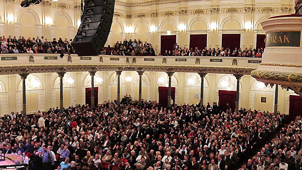 Längs balkongen i Concertgebouw löper tonsättarnamnen.