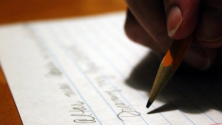 Skriver brev. Foto: Caleb Roenigk/Flickr/CCBY