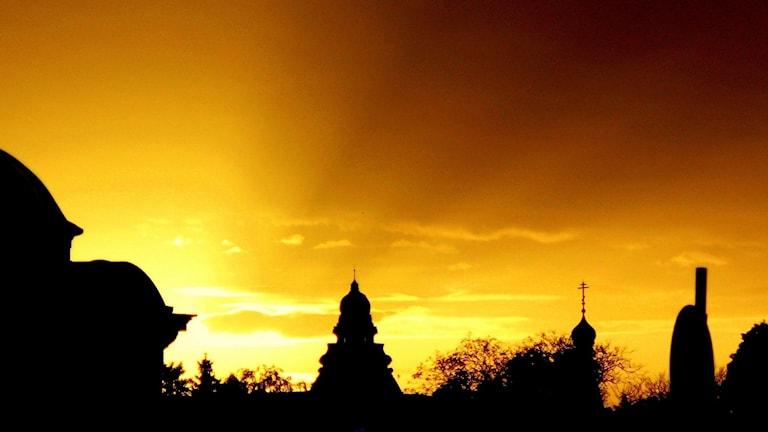 Siluettbild över solnedgången i Bulgariens huvudstad Sofia.