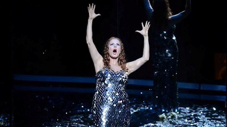 Finländska sångerskan Camilla Nylund sjunger rollen som Rusalka ur Antonin Dvoraks opera med samma namn.