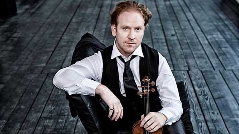 Violinisten Daniel Hope med sin violin.