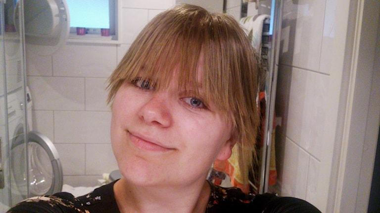 En selfie på Enya Schelin i hennes badrum.