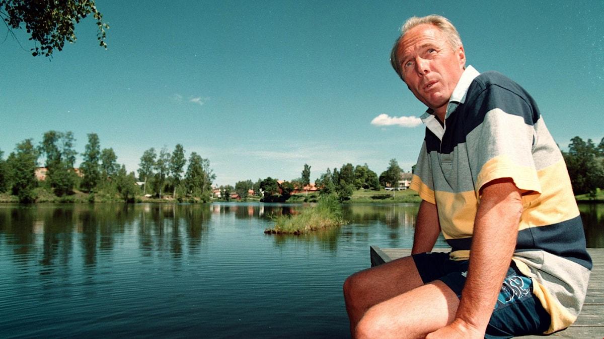 Sven-Göran Eriksson på en brygga i Torsby i Värmland.