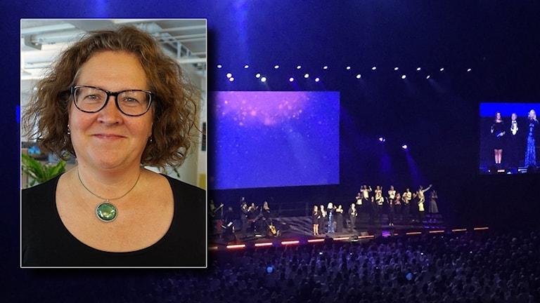 Malena Beijer framför en bild på publik framför en scen på Friends Arena.