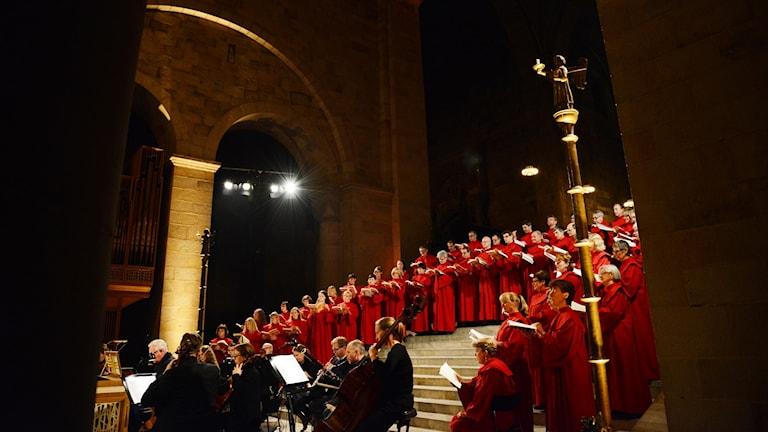 Katedralkören sjunger i Lunds domkyrka.