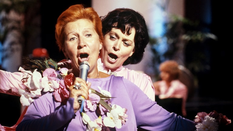 Kjerstin Dellert & Elisabeth Söderström sjunger en duett.
