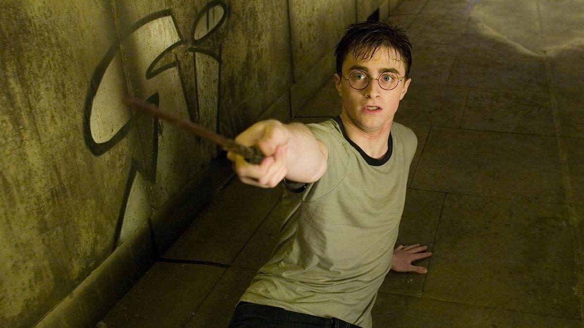 Huvudrollsinnehavaren Daniel Radcliffe i en scen ur Harry Potterfilm.