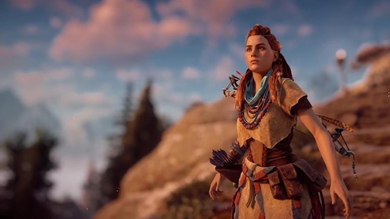 Karaktären Aloy från dataspelet Horizon Zero Dawn blickr mot fjärran.