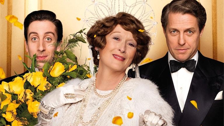 Skådespelarna Meryl Streep, Hugh Grant och Simon Helberg i filmen om Florence Foster Jenkins.