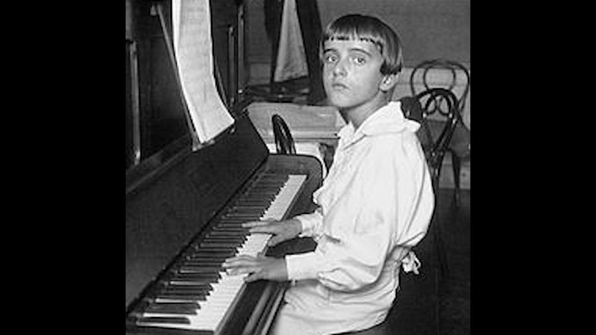 Nino Rota 1923, 12 år och har redan skrivit mycket!