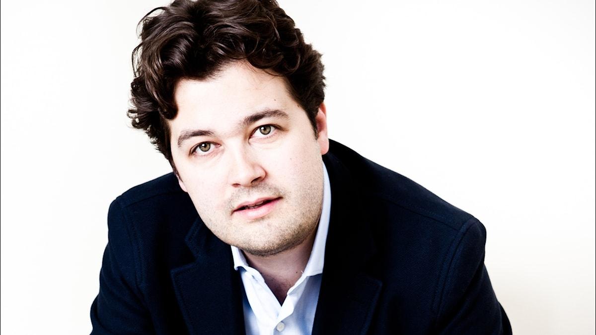 Bild på Brittiske Lawrence Power som är solist i Sofia Gubajdulinas konsert för altfiol och orkester.