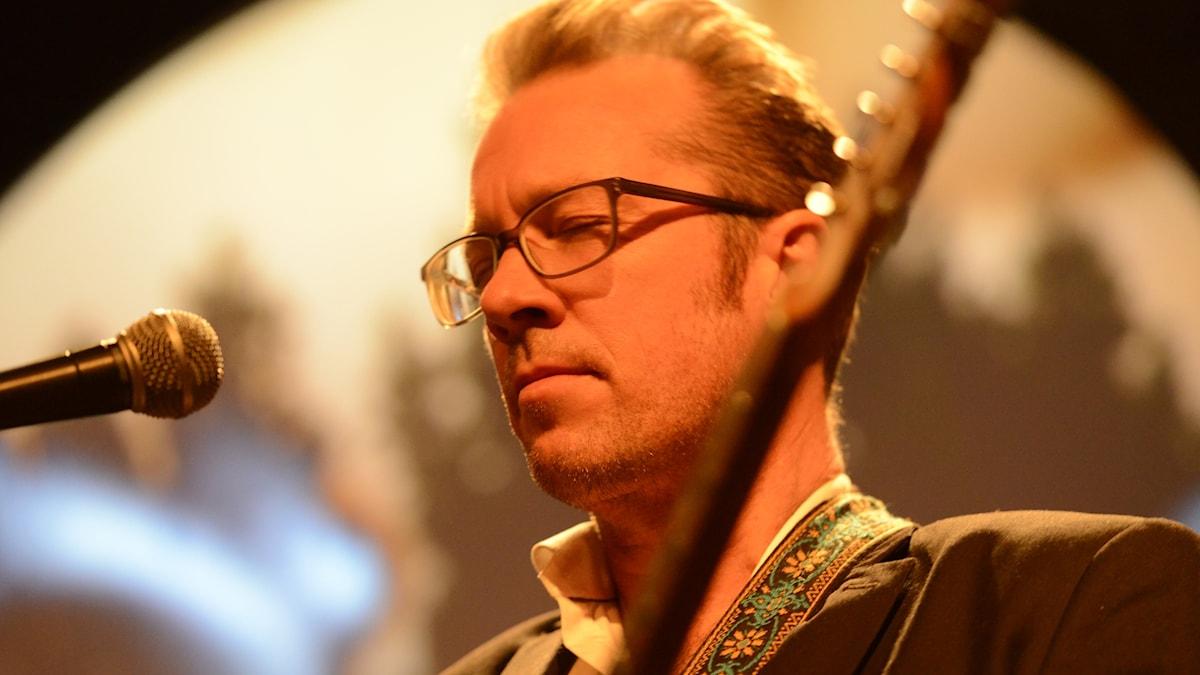 Bild: Jazzgitarristen Johan Lindström.