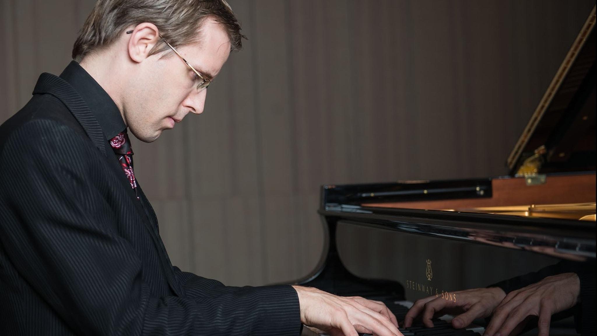 Bild: Pianisten Oskar Ekberg.