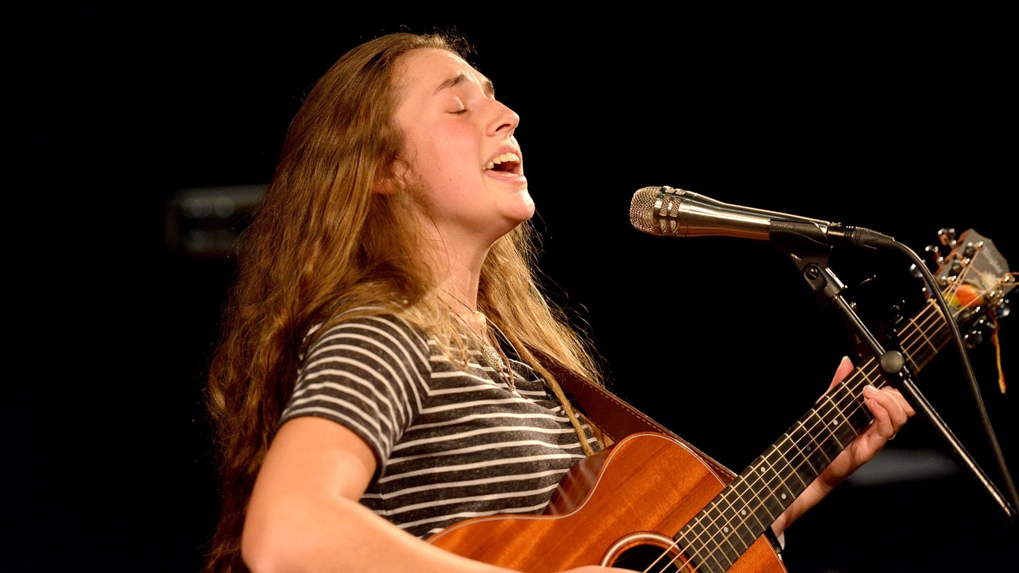 Bild på den australiensiska sångerskan Tullara Connors.