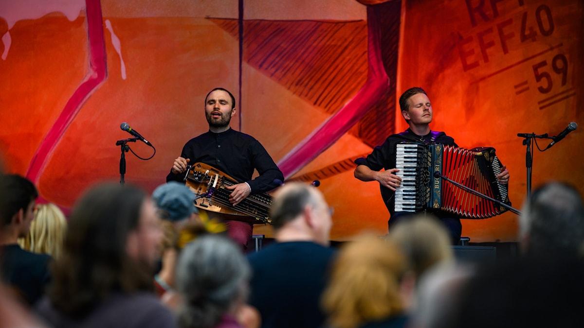 Bild: Symbio består av Johannes Geworkian Hellman och LarsEmil Öjeberget.