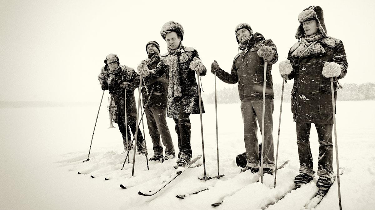 Bild på Jaakko Laitinen och hans band Väärä Raha.