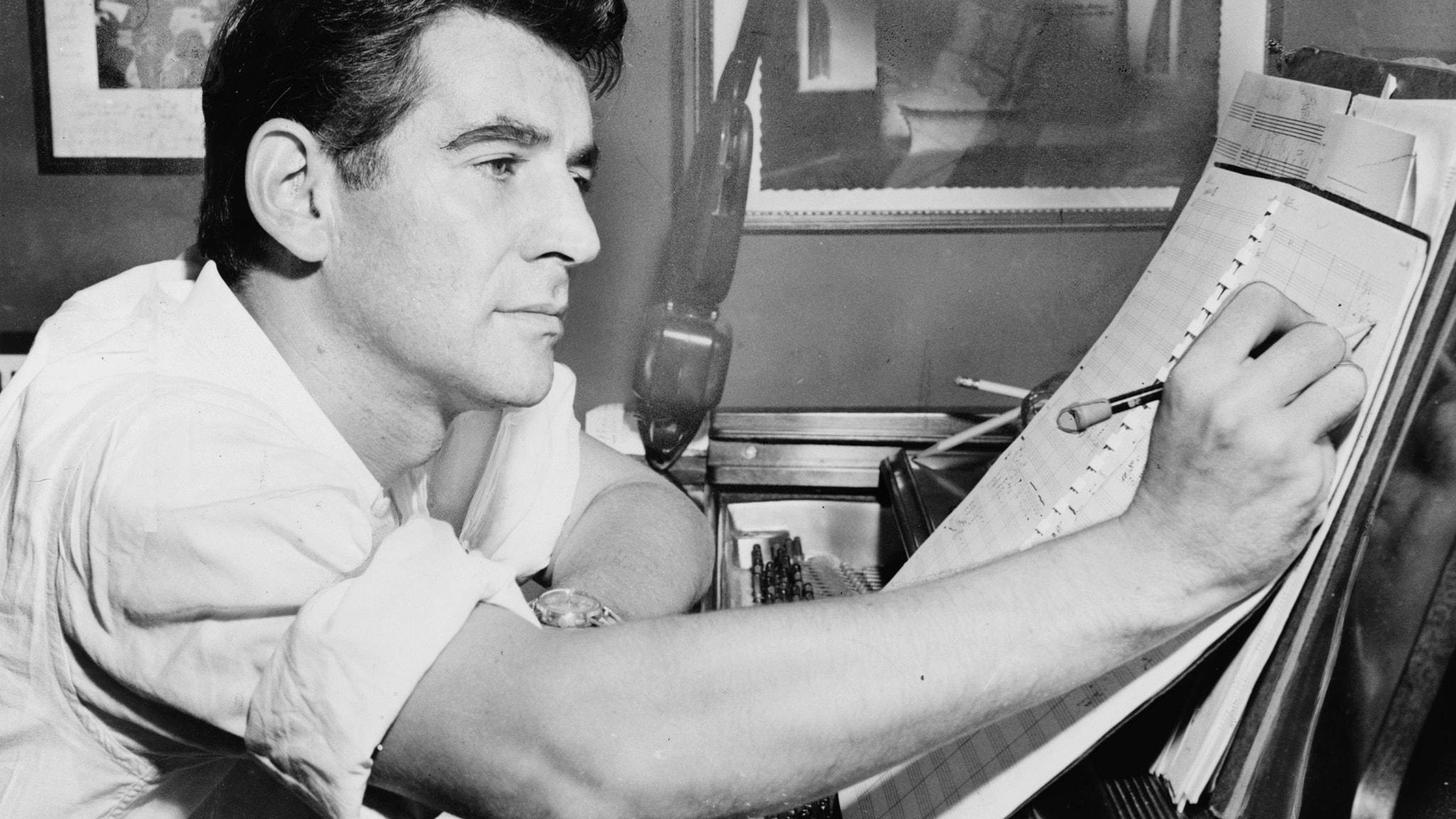 Den amerikanska tonsättaren Leonard Bernstein 1955.