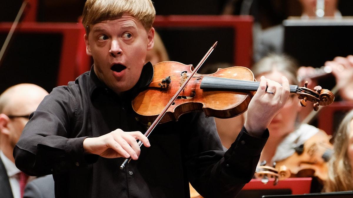 Bild: Pekka Kuusisto är solist i Daniel Bjarnasons nyskrivna violinkonsert.