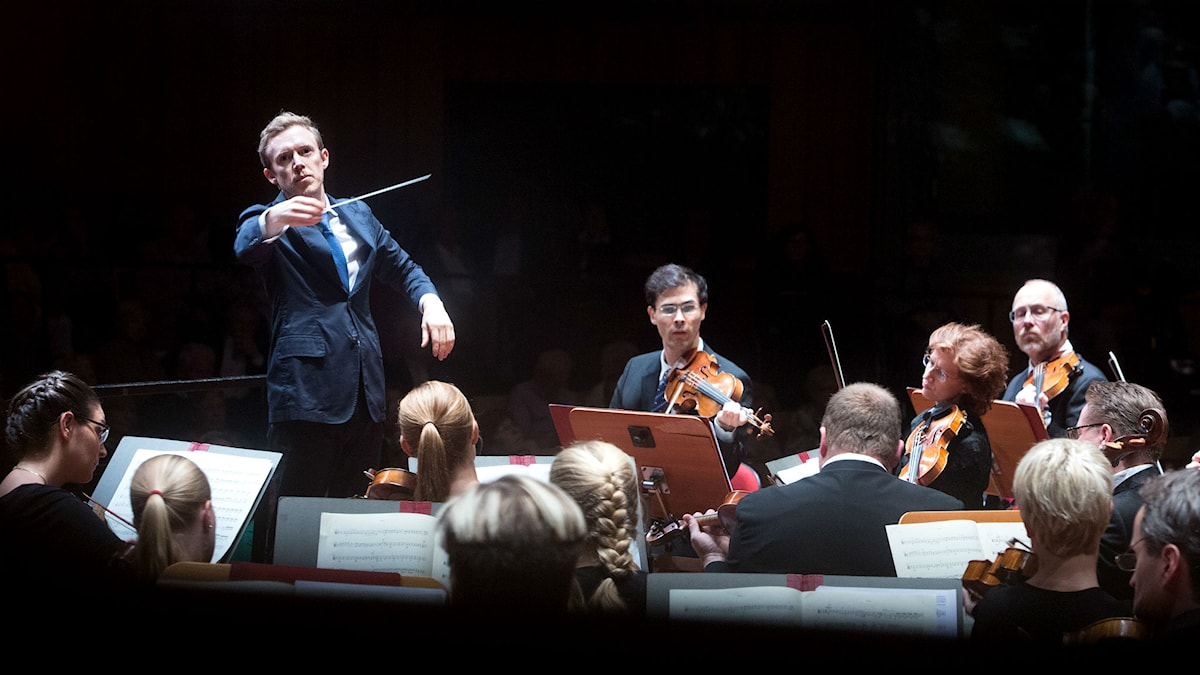 Daniel Harding dirigerar Sveriges Radios Symfoniorkester. Foto: Micke Grönberg/Sveriges Radio