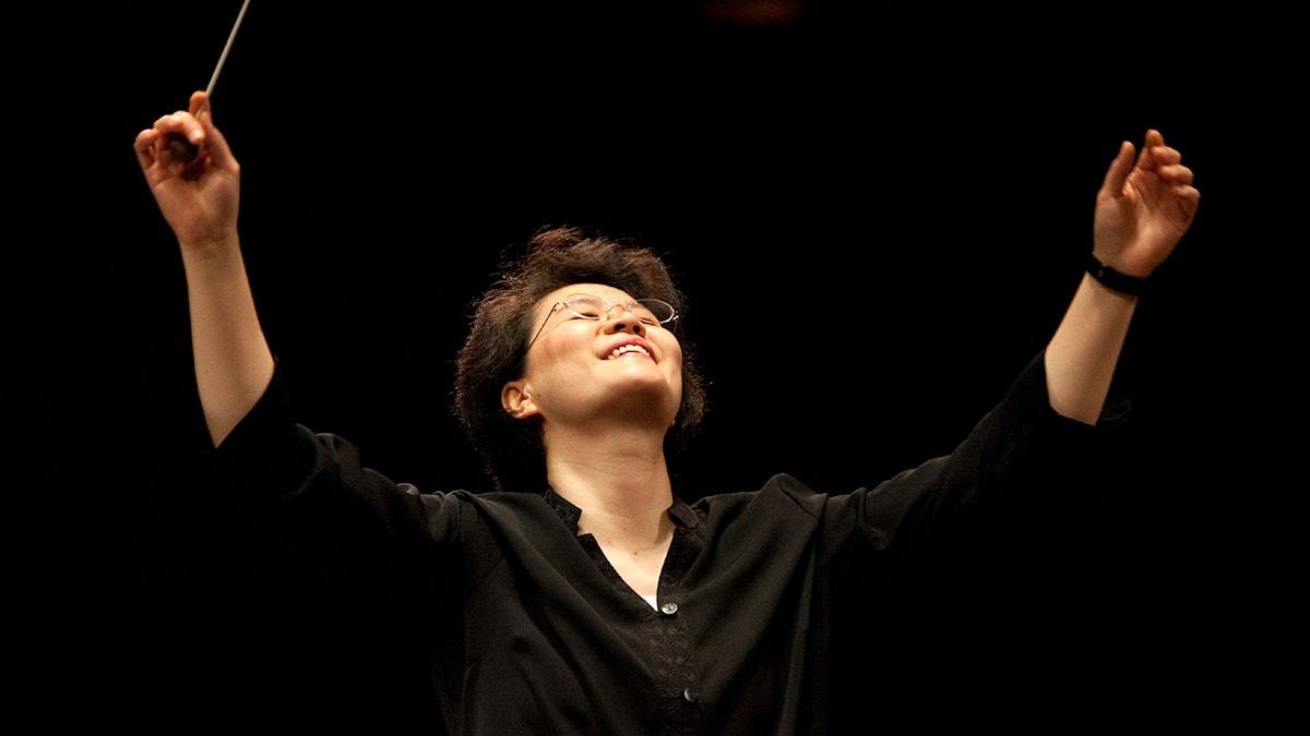 Taiwanesisk-amerikanska Mei-Ann Chen dirigerar Göteborgs symfoniorkester. Pressbild/Rosalie O'Connor