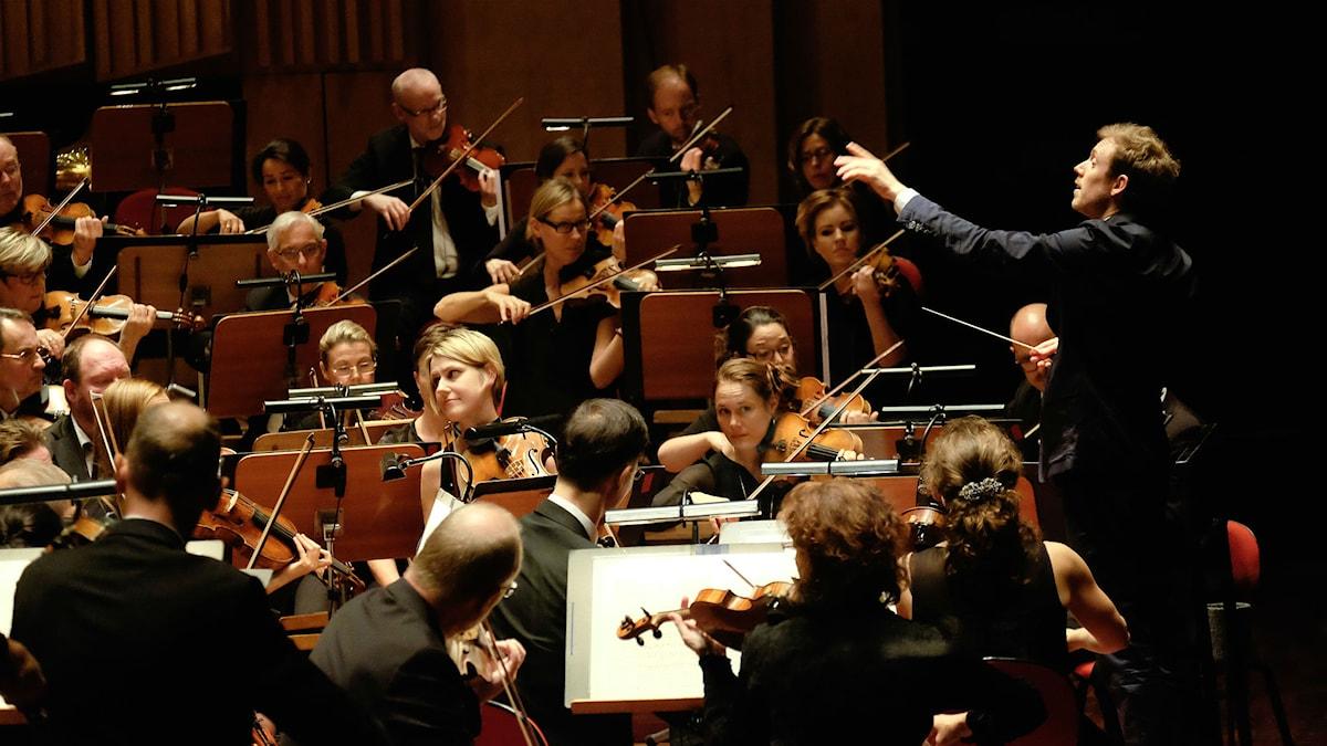 Daniel Harding dirigerar Sveriges Radios Symfoniorkester. Foto: Arne Hyckenberg/Sveriges Radio