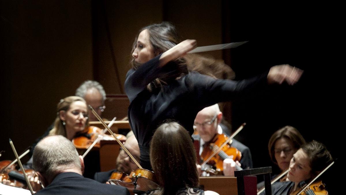 Dirigenten Joana Carneiro. Foto: Stina Gullander/Sveriges Radio