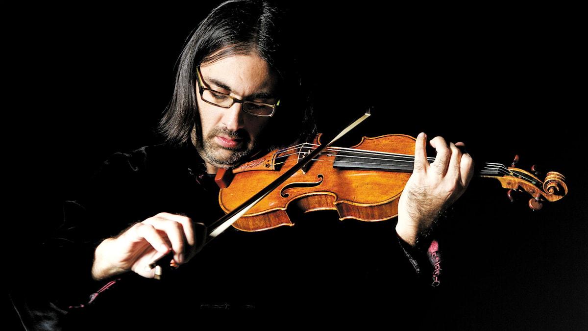 Den grekiska violinisten Leonidas Kavakos spelar Brahms Violinkonsert i D-dur.
