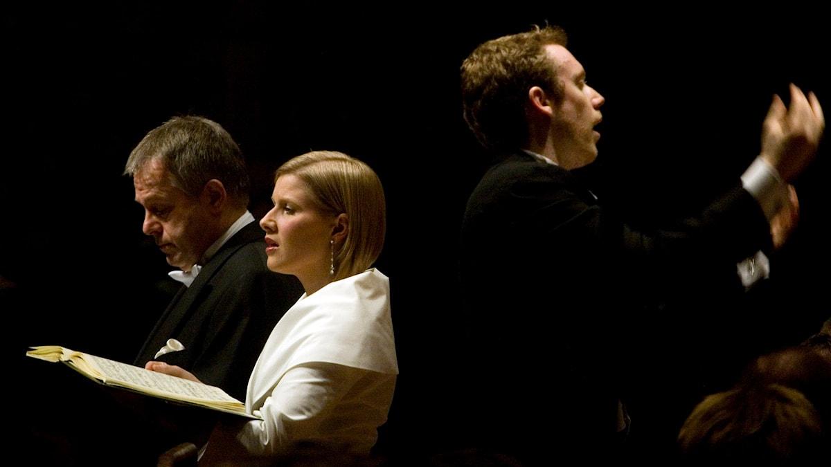 Bild: Tyske tenoren Christoph Prégardien och brittiska sopranen Sally Matthews. Bakom dem Daniel Harding. Foto: Mia Carlsson/Sveriges Radio
