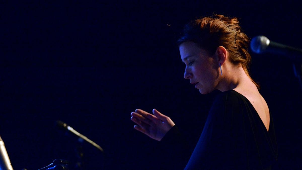 Cecilia Persson dirigerar Norrbotten Big Band. Foto: Kjell Oscarsson/Sveriges Radio