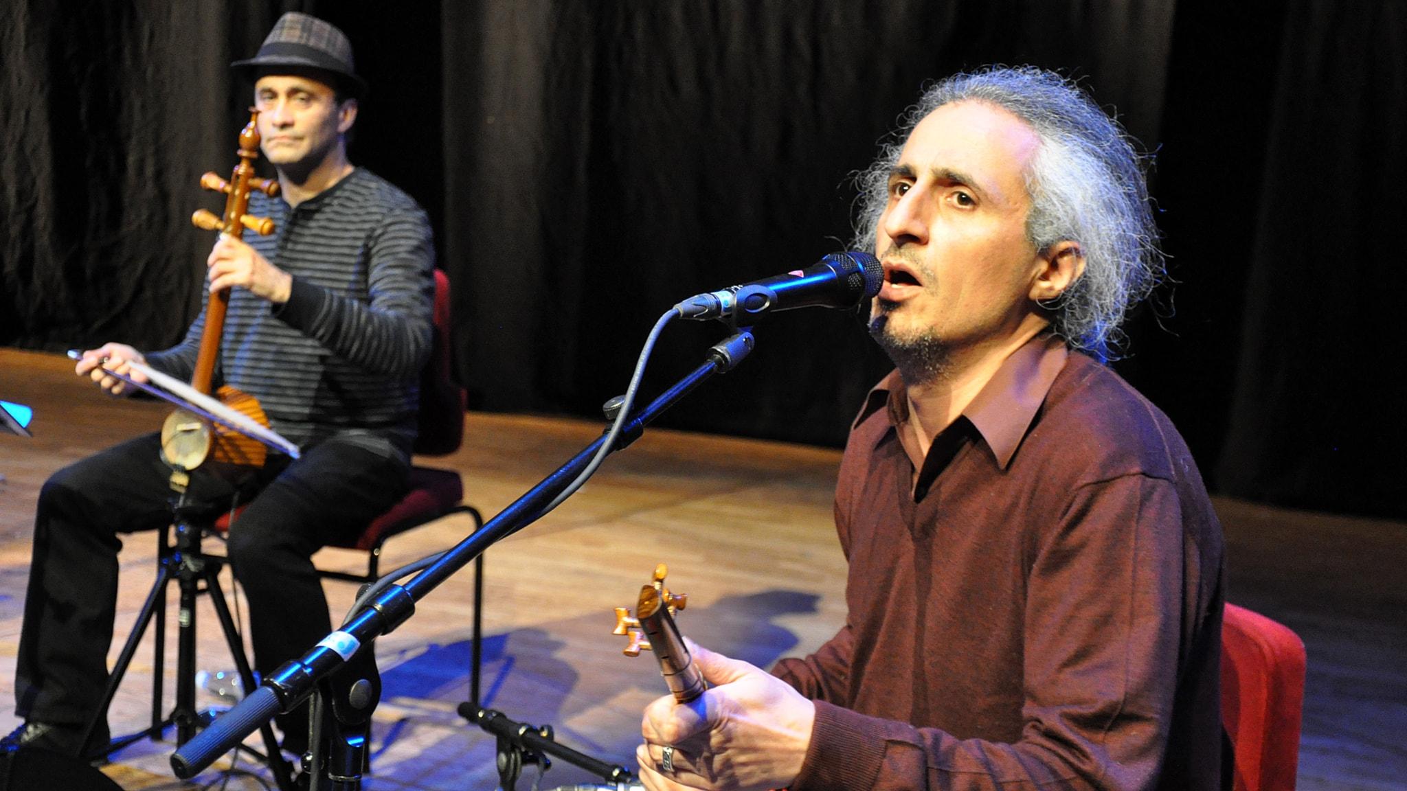 Exiliranierna Mohsen Namjoo är känd för sina persiska omtolkningar av västerländsk musik. Foto: Mats Einarsson/Sveriges Radio