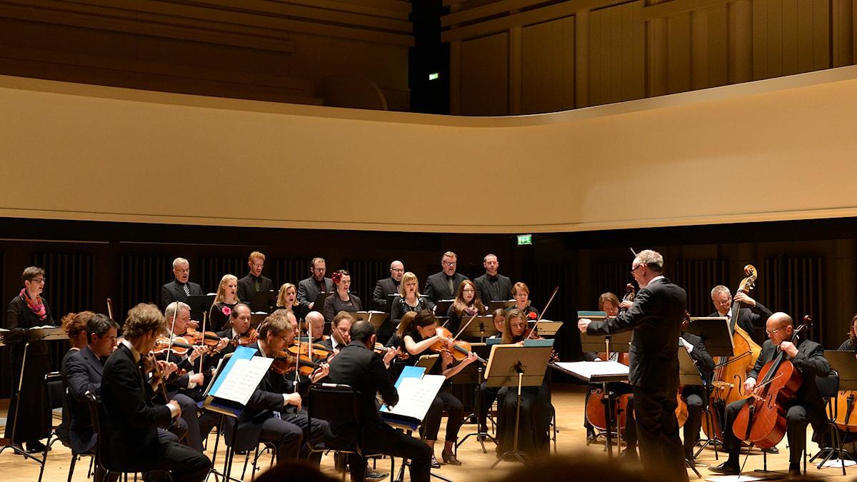 Erik Westbergs vokalensemble och Norrbottens kammarorkester i Te Deum av Arvo Pärt. Foto: Kjell Oscarsson/Sveriges Radio