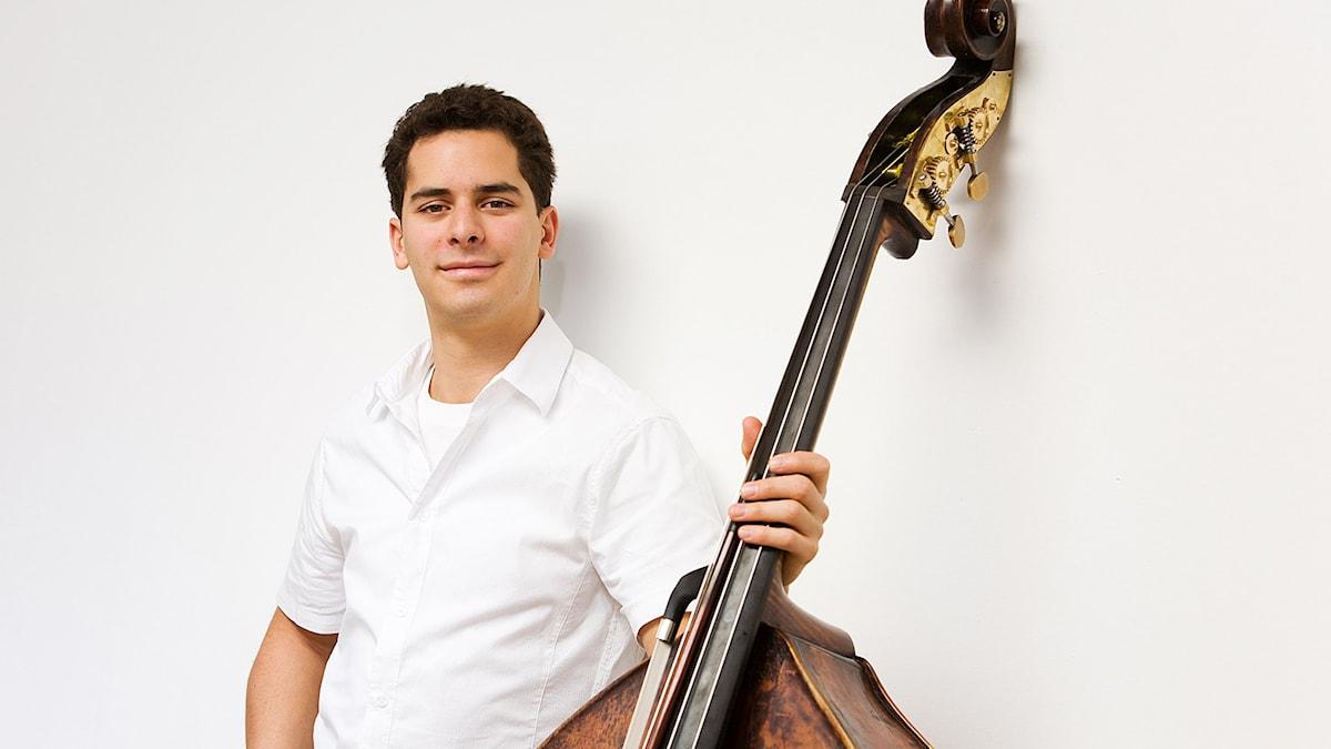 Ecson Ruiz spelar sedan 17 års ålder i prestigfulla Berlinfilharmonikerna. Pressbild/edicsonruiz.com