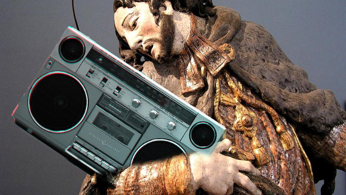 Jesus med boombox. Kollage: Sveriges Radio/Flickr users operationrainyday/joaomaximo/CC BY SA