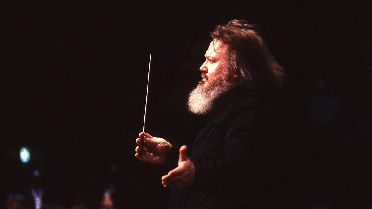 Leif Segerstam är chefdirigent för Åbo Filharmoniska Orkester och Malmö Opera. Foto: Björn Edergren/Sveriges Radio