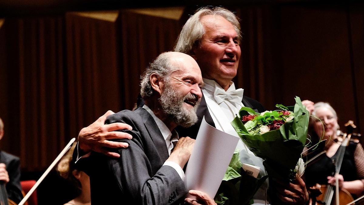 Arvo Pärt och Tõnu Kaljuste tackas av publiken. Foto: Arne Hyckenberg/Sveriges Radio