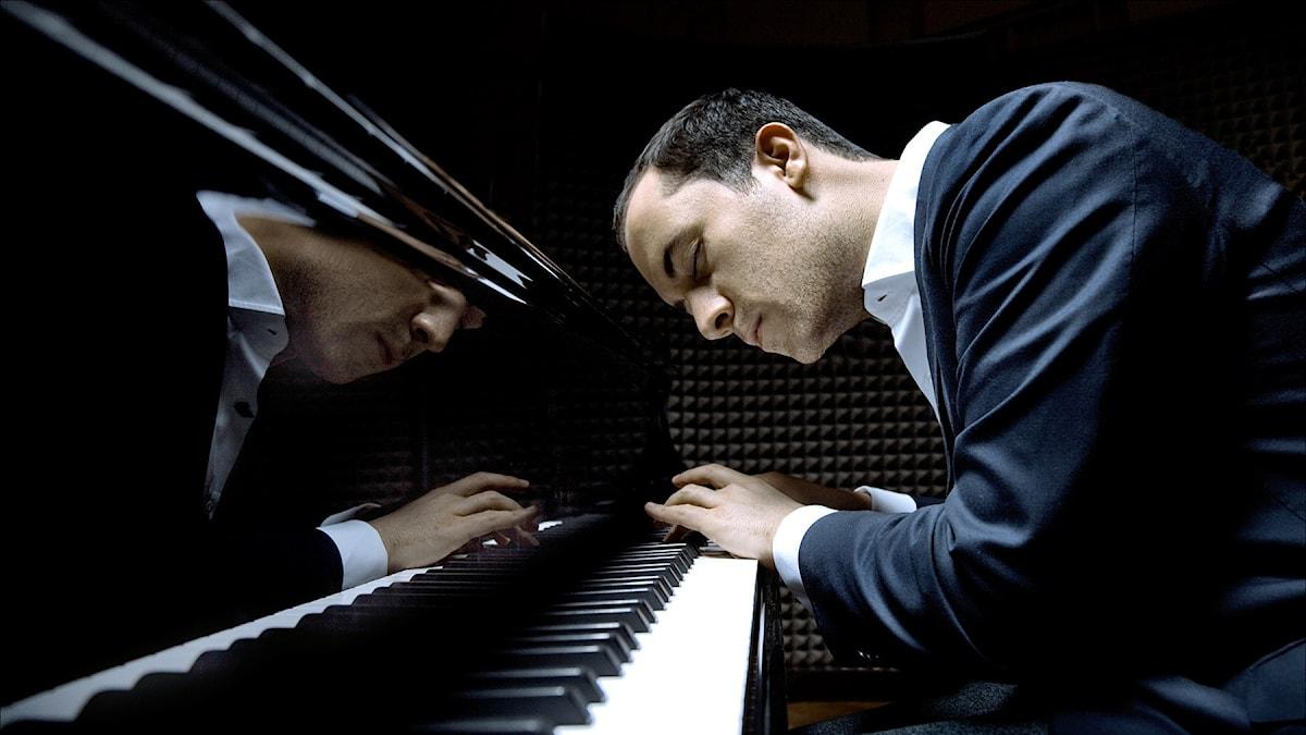 Den rysk-tyske pianisten Igor Levit återvänder till Proms med Mozarts Pianokonsert nr 27. Pressbild/igor-levit.de