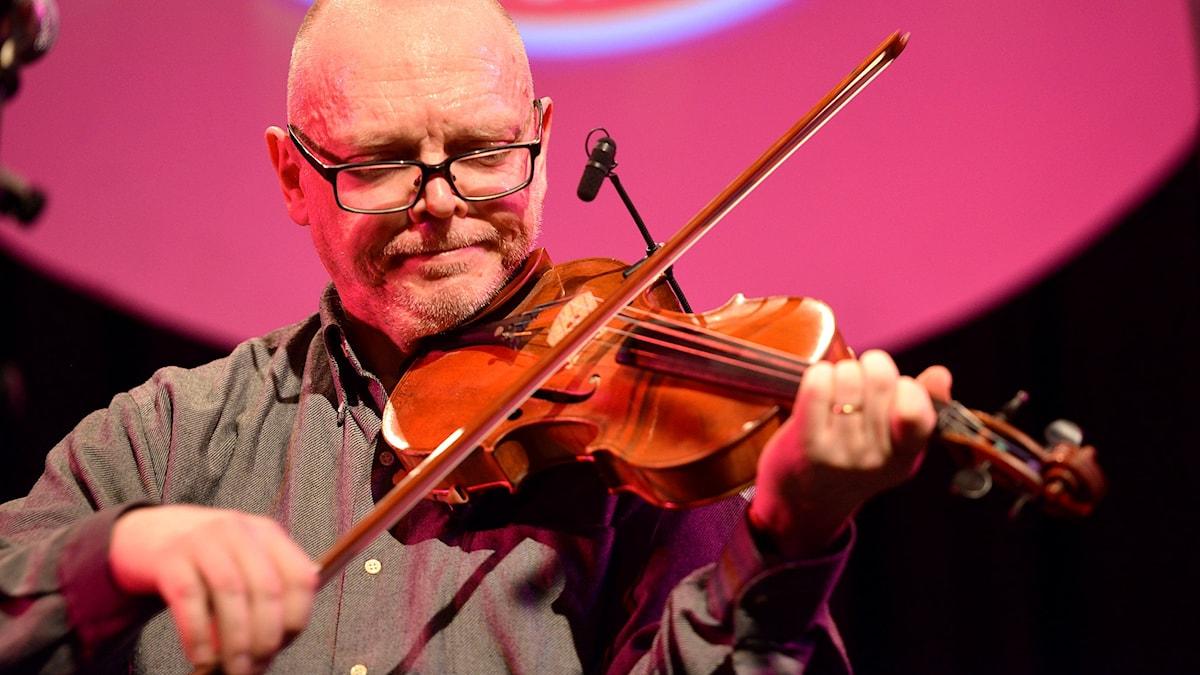 Torbjörn Näsbom spelar till vardags i Norrlandsoperans symfoniorkester. Foto: Kjell Oscarsson/Sveriges Radio