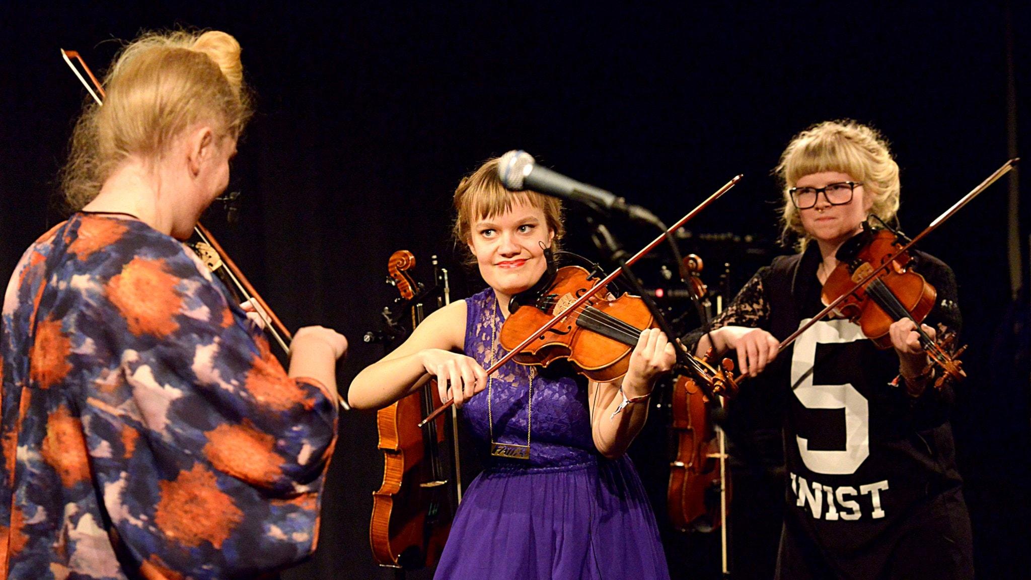 Trion Norr om Stockholm spelar fiollåtar efter kända och nästan bortglömda spelkvinnor på Umefolk - foto Kjell Oscarsson/Sveriges Radio