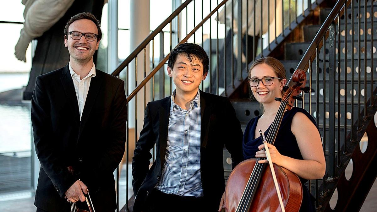 Trio Lek består av Daniel Migdal, violin, Frida Fredrikke Waaler Waervågen, cello och David Huang, piano. Foto: Lennart Nilsson/Sveriges Radio
