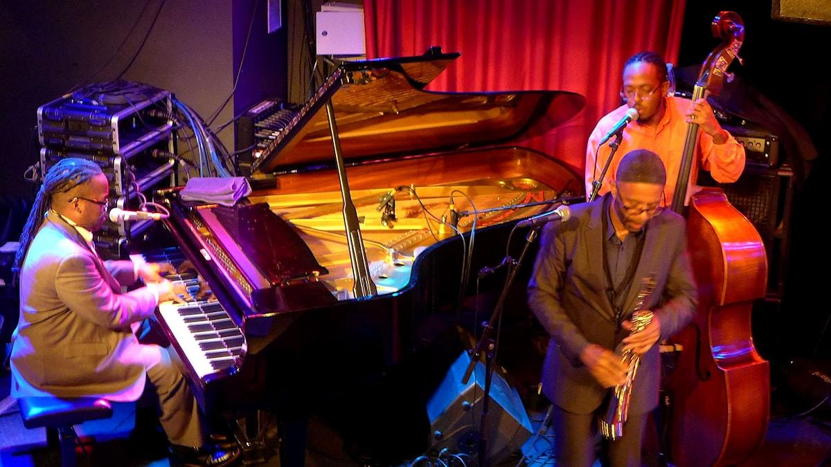 Kenny Garrett med pianist och basist.