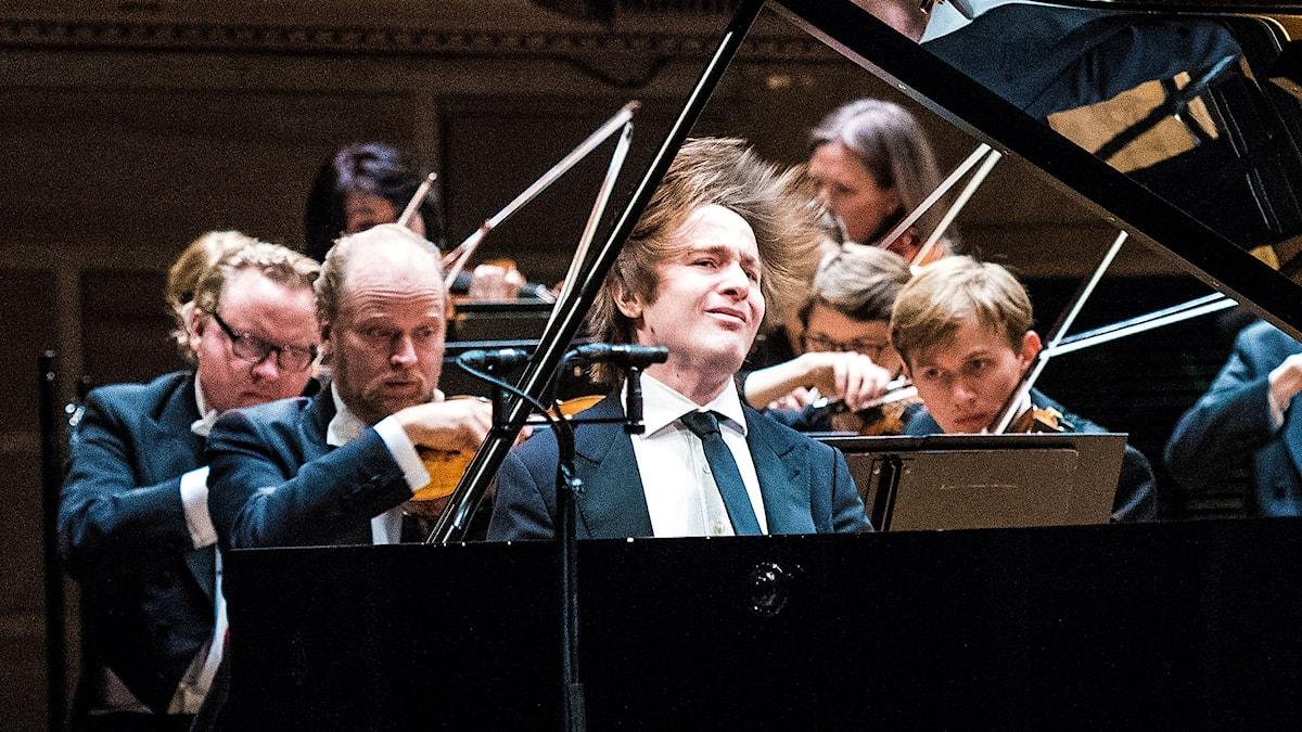 Daniil Trifonov vid flygeln under Nobelkonserten 2015. Foto: Niklas Elmehed/Konserthuset