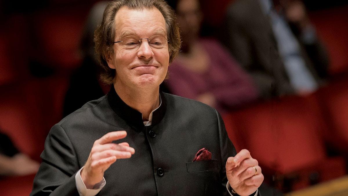 Fredrik Malmberg dirigerar Eric Ericsons Kammarkör. Foto: Jan-Olav Wedin/Konserthuset