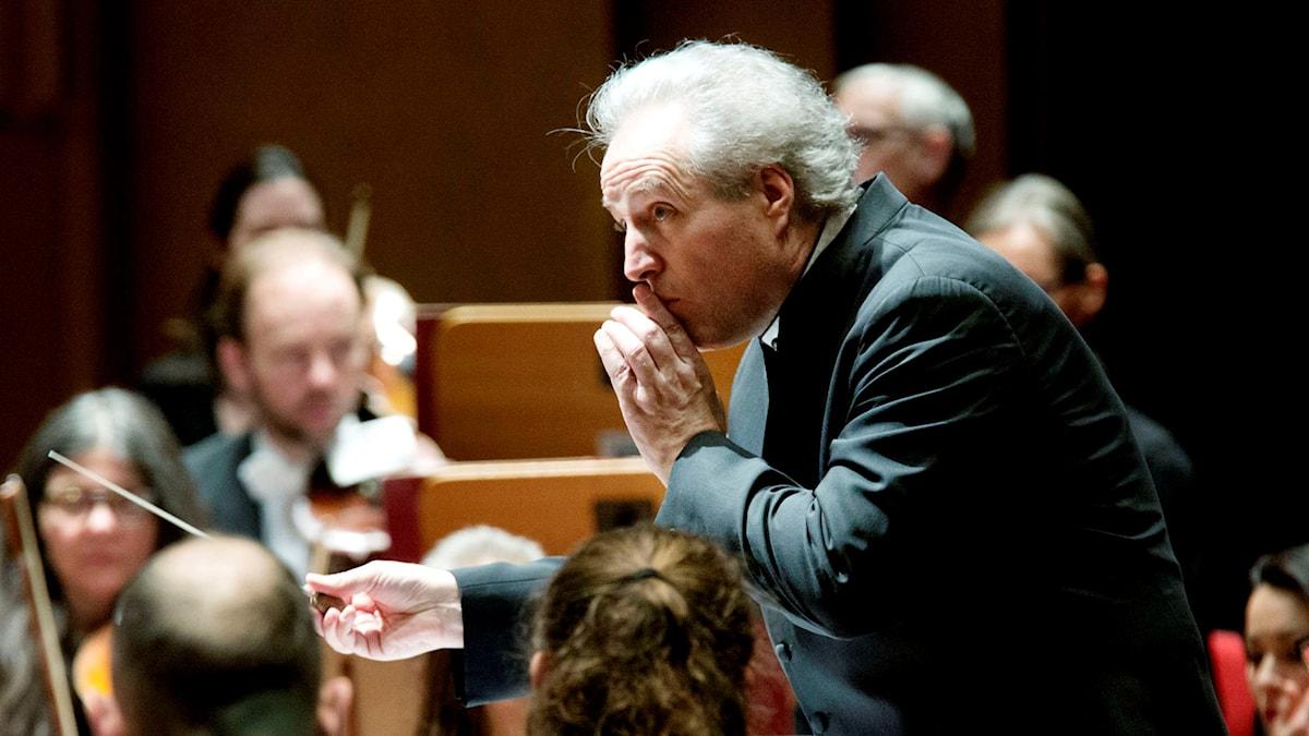 Manfred Honeck dirigerar Sveriges Radios Symfoniorkester. Foto: Stina Gullander/Sveriges Radio