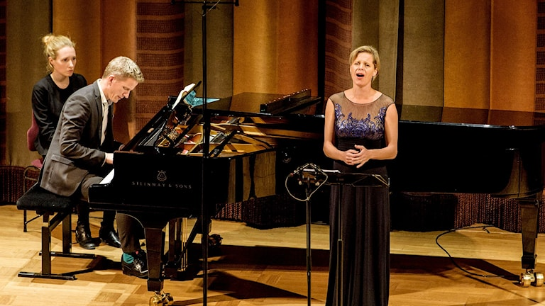 Camilla Tilling och pianisten Magnus Svensson.