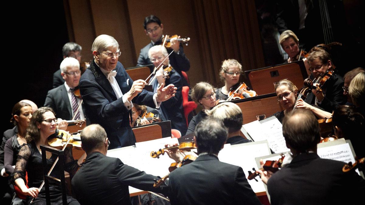 Herbert Blomstedt dirigerar Sveriges Radios symfoniorkester. Foto: Stina Gullander/Sveriges Radio