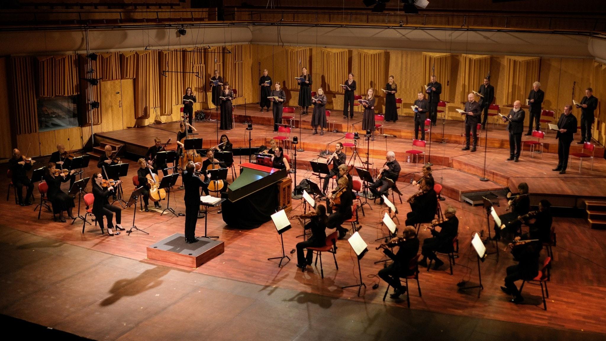 Bild: Daniel Harding leder Radiosymfonikerna och Radiokören i Bachs Johannespassionen.